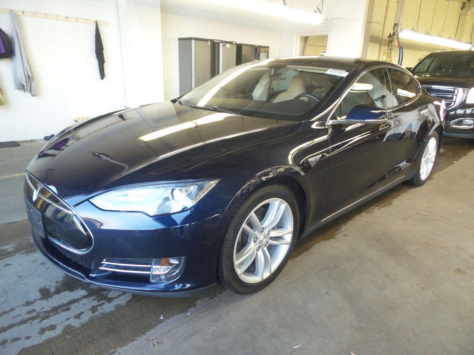 2014 Tesla Model S | 3.9