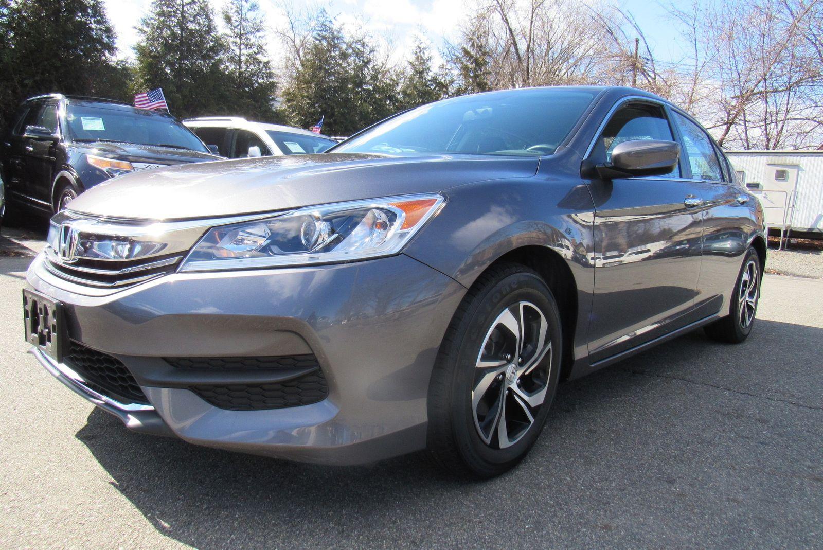 2017 Honda Accord sedan . Lot 999186417438 Vin 1HGCR2F33HA157156
